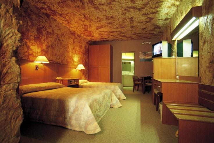 desert-cave-hotel_1